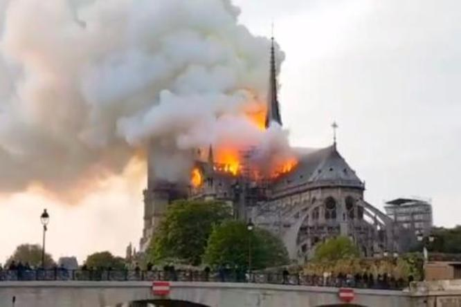 Notre Dame e il fuoco