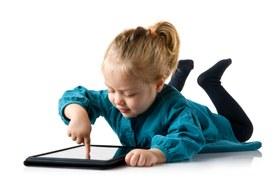 A sei mesi i bambini usano già il tablet, ma non sarà troppo presto?