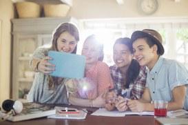 Tecnologia, genitori preoccupati e figli tecnorapidi