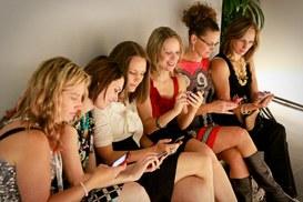 Crescono le dipendenze da dispositivo mobile