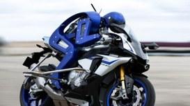 Valentino Rossi batte in pista  Motobot, per ora….