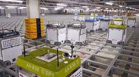 Una automazione con migliaia di robot all'opera