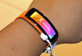 Gear Fit, il nuovo indossabile ibrido di Samsung