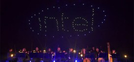 100 droni volando a stormo hanno scritto la parola Intel nel cielo!